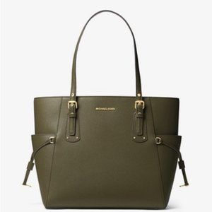 Michael Kors Voyager Small Crossgrain Leather